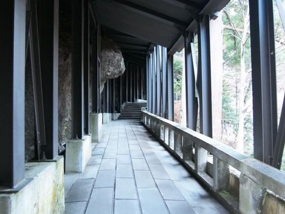 榛名神社 岩通路