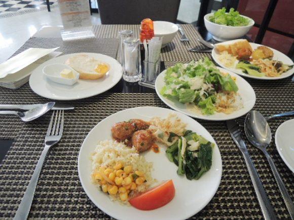 サヌバダナンホテル 朝食