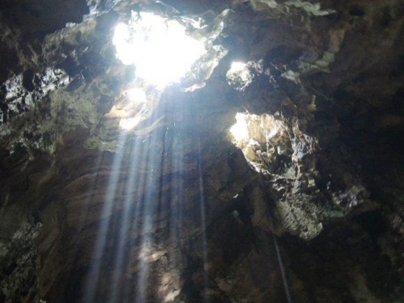 五行山 天井 穴