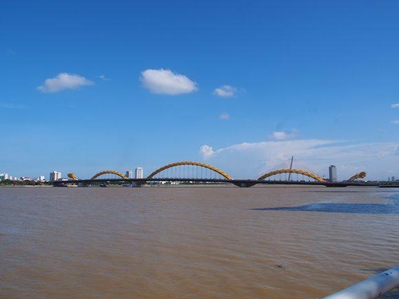 ダナン 橋 ドラゴン