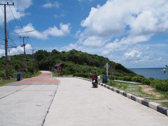 サメット島 レンタルバイクで南北横断ドライブ(免許不要)
